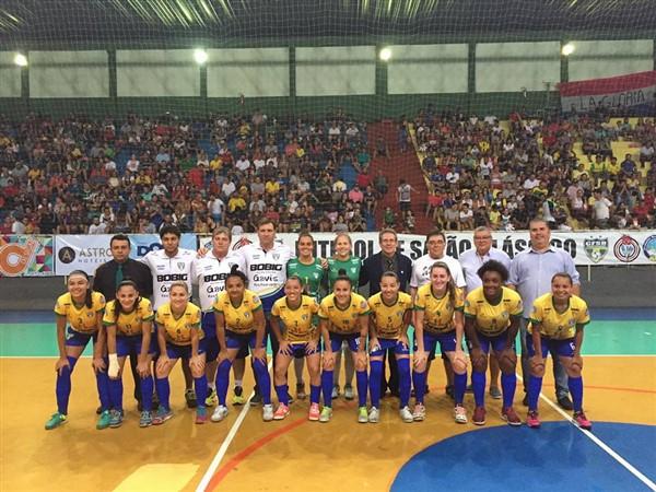 Brasil é campeão sul-americano de futebol de salão clássico feminino ... 33a5d92642bfe